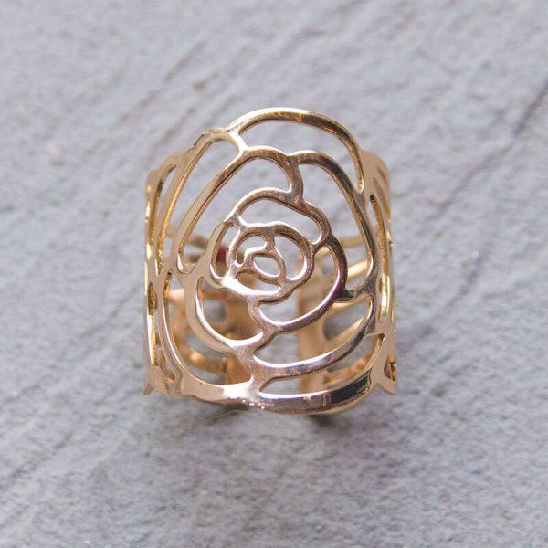 Gold roses napkin ring close up